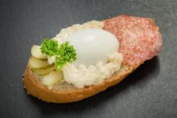 Abbildung von Ei-Salami Sandwich