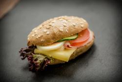 Abbildung von Gefüllte Jour Gebäck mit Schinken Käse