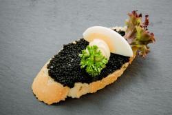 Abbildung von Kaviar-Ei Brötchen